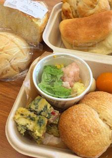 パンとお弁当の写真・画像素材[2686555]