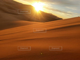 太陽と砂漠の写真・画像素材[2686498]