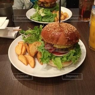 本場のハンバーガーはこんな感じ❗️❓の写真・画像素材[2686778]