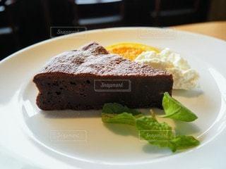 ザッハトルテのケーキの写真・画像素材[2712774]