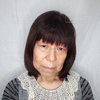 疲れて元気のない60歳の日本人女性の写真・画像素材[3728706]