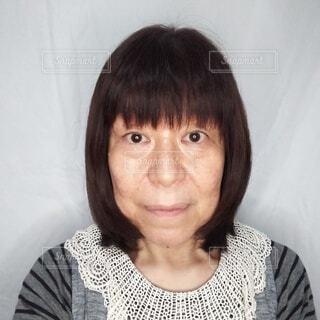 60歳日本人女性のポートレートの写真・画像素材[3728708]