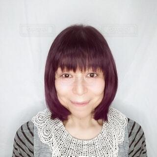 笑顔の60歳の日本人女性の写真・画像素材[3732698]