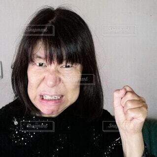 怒る60歳の女性の写真・画像素材[3809637]