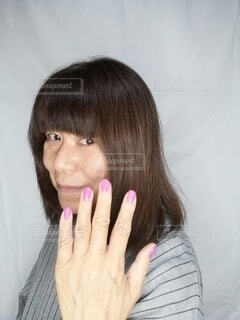ネイルをした60歳の女性の写真・画像素材[3899282]
