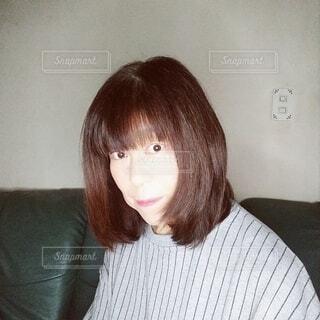 六十歳の女性の横顔のポートレートの写真・画像素材[3926256]