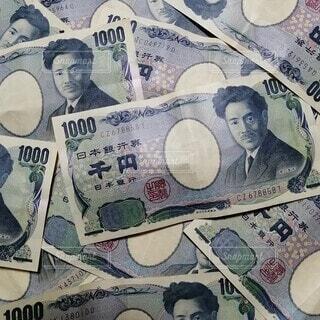 たくさんの千円札の写真・画像素材[4044321]