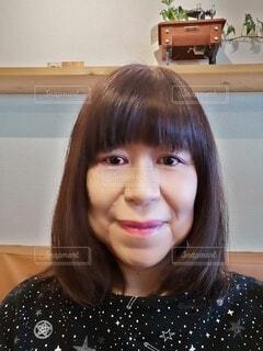 60歳の女性のポートレートの写真・画像素材[4044363]