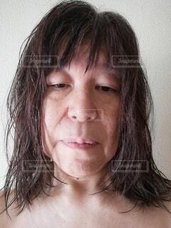 疲れきっている60歳の女性の顔の写真・画像素材[4141201]