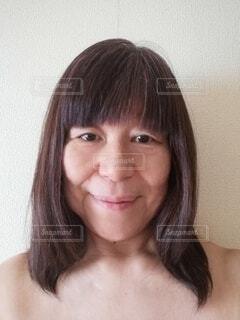六十歳の女性が 微笑んだ時の顔の写真・画像素材[4141248]