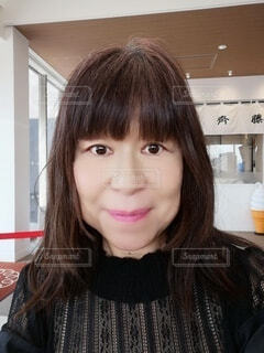 六十歳の女性のポートレートの写真・画像素材[4300008]