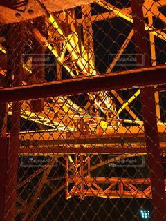 東京タワーの階段部の金網の写真・画像素材[2693878]