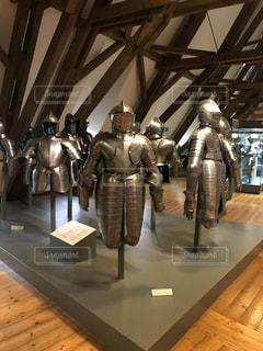 ドイツのお城の中です。 鎧がたくさんの写真・画像素材[2688652]