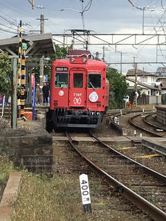 鉄の線路上の列車の写真・画像素材[2689260]