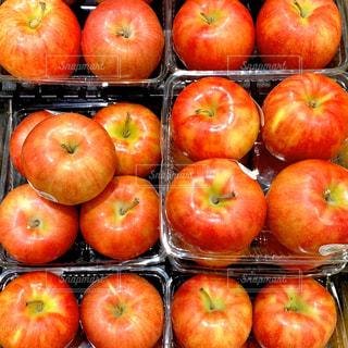 りんごの陳列の写真・画像素材[3121680]