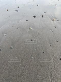 波が引いた砂浜の写真・画像素材[3267380]