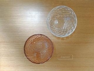 キラキラガラス皿の写真・画像素材[2692410]