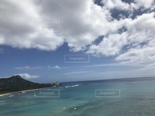 ホテルから見えるダイヤモンドヘッドと海の写真・画像素材[2693707]