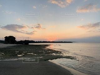 沈む夕日の写真・画像素材[2698378]