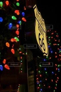 ルート66のネオンサインの写真・画像素材[2700969]
