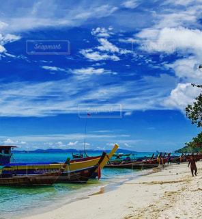 美しいボートとプーケットの海の写真・画像素材[2701100]