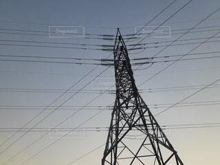 ほんのり夕方と鉄塔の写真・画像素材[2706973]