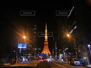 夜の街通りの写真・画像素材[2704433]