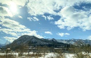雪に覆われた山の写真・画像素材[2849050]
