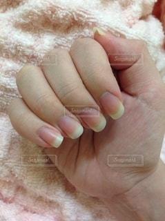 伸ばしっぱなしの爪の写真・画像素材[2715702]