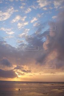 バリの日の出の写真・画像素材[2711979]