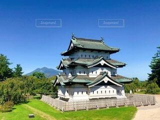 弘前城と岩木山の写真・画像素材[3673568]