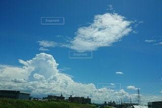 絵に描いたような白い雲の写真・画像素材[2744978]