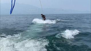 海でサーフィンをする人の凧の写真・画像素材[2719492]