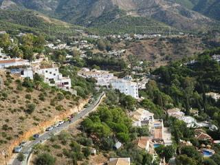 都市の丘の中腹の景色を間近で見るの写真・画像素材[2709705]