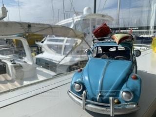 窓際のミニカーの写真・画像素材[2714563]