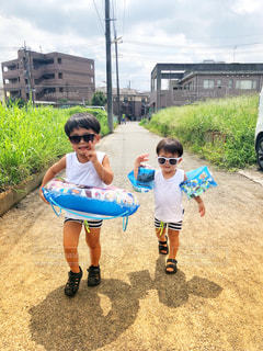 プールに行く兄弟の写真・画像素材[2715592]