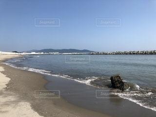 水辺のビーチの写真・画像素材[2716751]