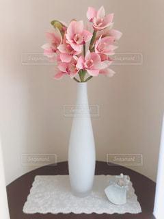 花瓶と天使の写真・画像素材[2787265]