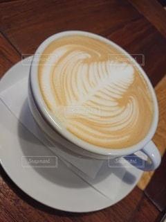 木製のテーブルの上に置くコーヒー1杯の写真・画像素材[2733885]