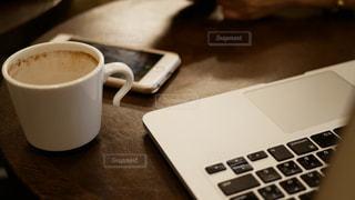 カフェでパソコン作業の写真・画像素材[139808]