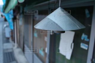 テーブルの上のランプの写真・画像素材[2737811]