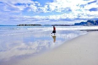 ウユニ塩湖のような海岸の風景の写真・画像素材[2727418]