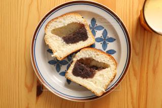 皿の上のケーキの写真・画像素材[3140038]