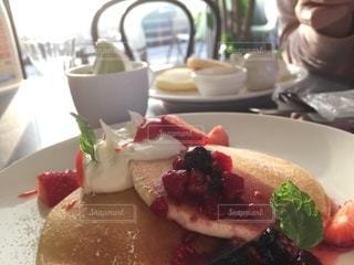 朝食はパンケーキ 朝から糖分の写真・画像素材[2728773]