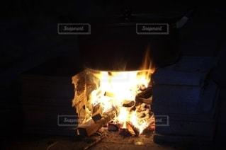 焚き火で鍋の写真・画像素材[2728832]