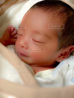 息子の寝顔の写真・画像素材[3982704]