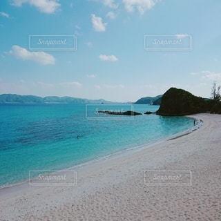 水域の隣にある砂浜の写真・画像素材[2731152]