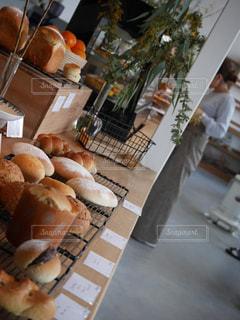 テーブルの上の食べ物の写真・画像素材[2730797]