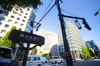 街の通りで二重デッカーバスの写真・画像素材[2872295]
