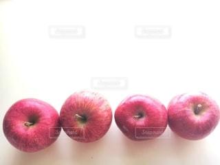 赤いりんごの写真・画像素材[2734108]